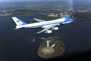 Custom_1242051115881_air-force-one-over-new-york