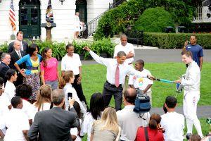 Obama_fencing-600x400
