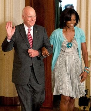 Michelle_Obama_at_Reception_For_Supreme_Court_Justice_Sonia_Sotomayor__Bluefly_blog_FlyPaper-400[2]