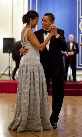 President-Barack-Obama-and-First-Lady-Michelle-Obama-Dance-during-the-Nobel-Banquet[5]
