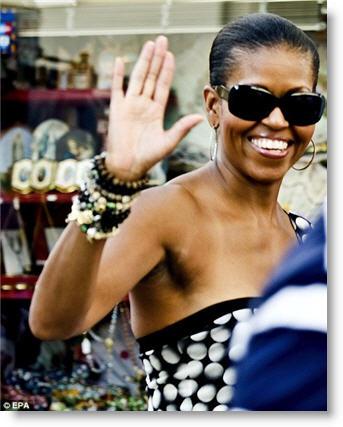 Michelle-obama-waving-spain-2010