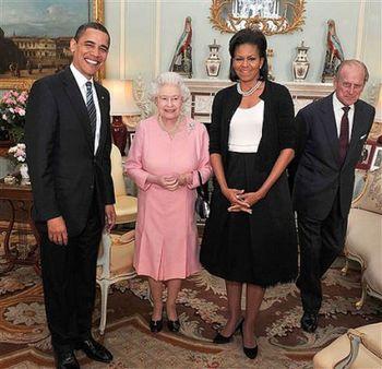 Barack_michelle_obama_queen_elizabeth-414x400