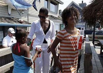 Sasha-malia-michelle-obama-vacation-thumb-500x354-10951